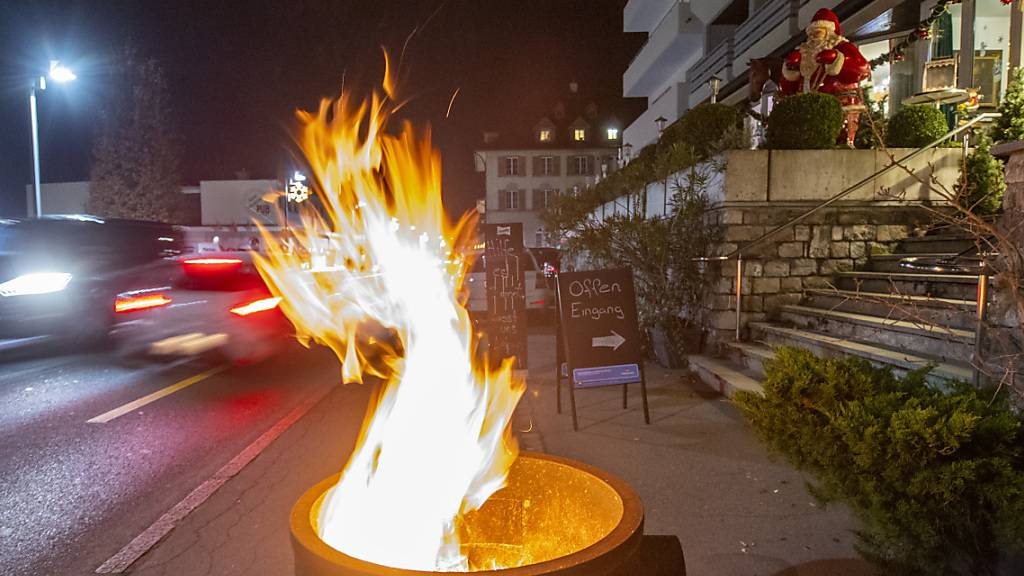 Die Mehrheit der Schweizerinnen und Schweizer ist Feuer und Flamme für eine rasche Öffnung der Gastrobetriebe - obwohl sie grundsätzlich hinter der Corona-Politik des Bundesrates steht. (Archivbild)
