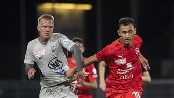 Für den FC Aarau (links Mats Hammerich) geht es in den verbleibenden fünf Saisonspielen um einen grossen Batzen Geld