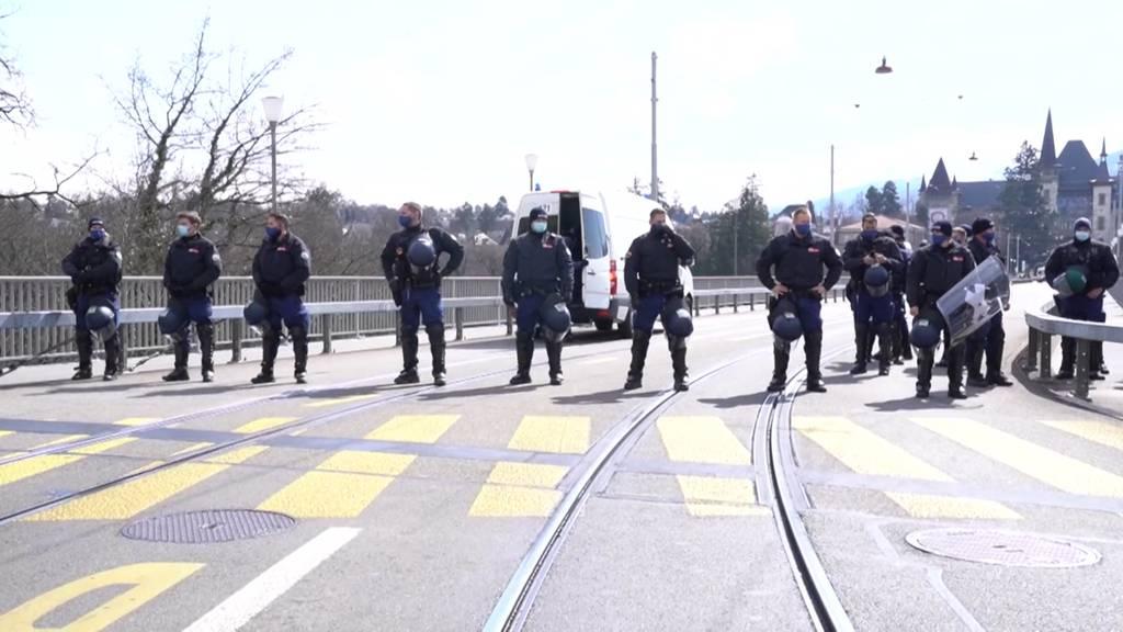 Grossaufgebot: Berner Polizei erstickt Demo-Versuch im Keim