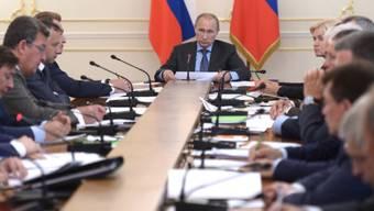 Der russische Präsident Putin tagt mit seinem Kabinett