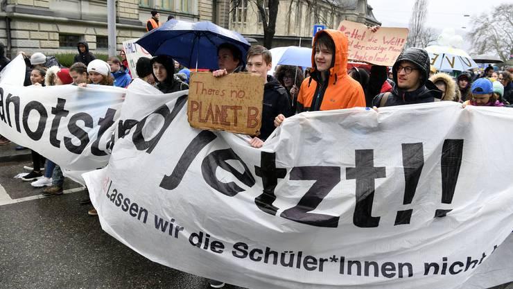 Tausende Schülerinnen und Schüler streiken für ein besseres Klima.