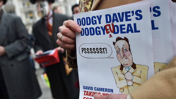 """Während der britische Premier David Cameron am Freitag für einen """"guten Deal"""" in Brüssel kämpft, demonstrieren EU-Gegner in London für einen """"Brexit""""."""