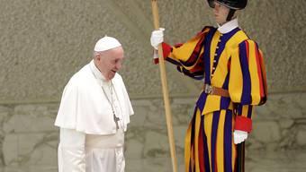 """""""Keine dominante Grösse mehr"""": Papst Franziskus bei der Ankunft im Vatikan vor seiner Rede vor Mitgliedern der Kurie."""