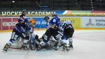 Seltenes Bild: Das Spiel zwischen Zugs Farmteam und dem Leader aus Olten war über weite Strecken eine laue Partie. Der EHCO zog gerade noch den Kopf aus der Schlinge.