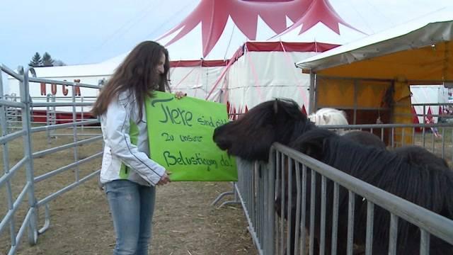 Glocken-Nancy demonstriert gegen Tierhaltung im Zirkus