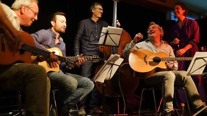 Die Tonic Strings mit Familie und Gastmusikern am ersten von vier Konzerten zu ihrem 30-Jahr-Jubiläum im Prima Vista Baden (Bild ub)10