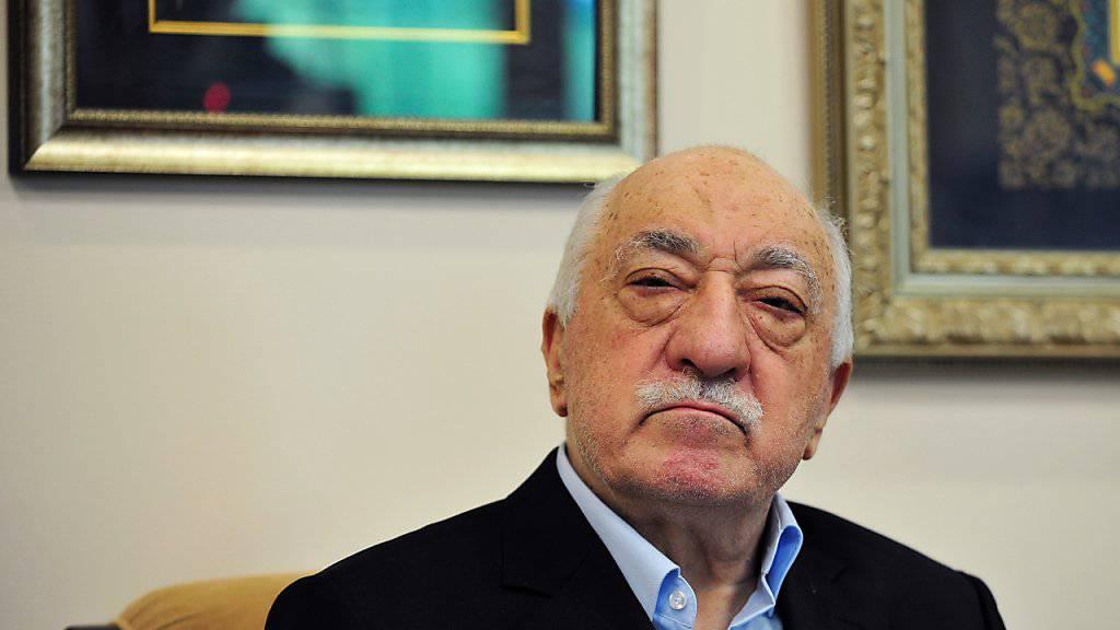 Die türkische Regierung nannte schon rasch nach dem gescheiterten Putsch Gülen als dessen Strippenzieher. In Abwesenheit wird dem in den USA lebenden Prediger nun den Prozess gemacht. (Archiv)