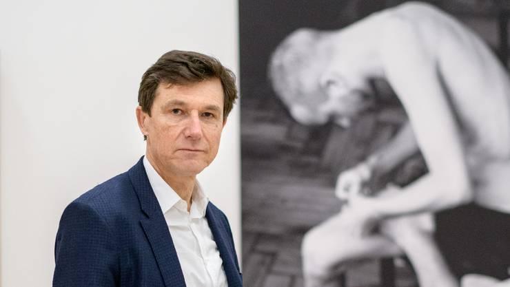 Der Direktor als Mediator: Josef Helfenstein vor der «Nil-Gruppe» von Malpieri.