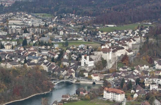 Blick auf Aarburg mit Festung (rechts) (Archiv)