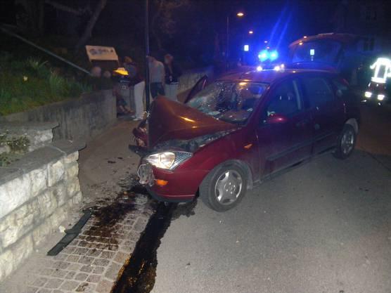 Die Lenkerin und der Beifahrer mussten mit Verletzungen ins Spital gebracht werden.