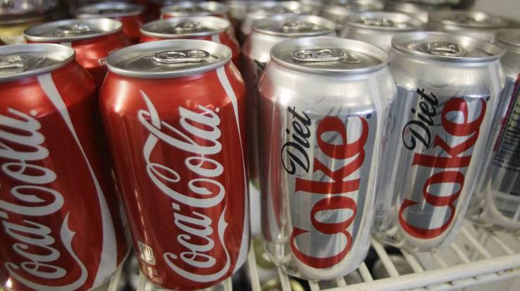 1982: Die Diät-Cola ist das zuckerfreie Equivalent zu der normalen Coca Cola. Bis heute gibt es 6 verschiedene Geschmacksrichtungen, unter anderem die «Diet Cherry Coke» mit Kirschgeschmack.