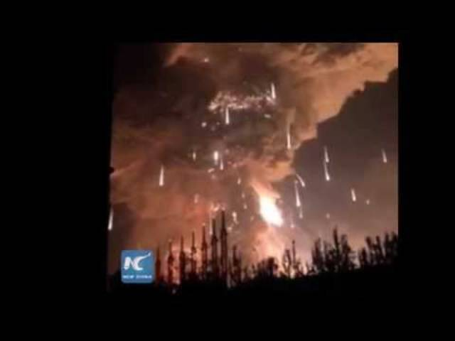 Feuer in Tianjin nach der riesigen Explosion