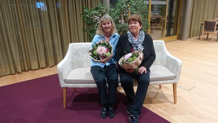 Beatrice Koch (li) und Regina Peter (re) feiern ihr Dienstjubiläum.