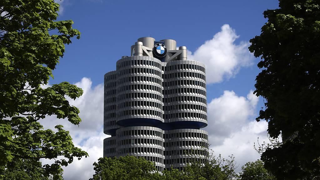 Viel Sonne über dem BMW-Hauptsitz – Autoabsatz auf Rekordniveau. (Archivbild)