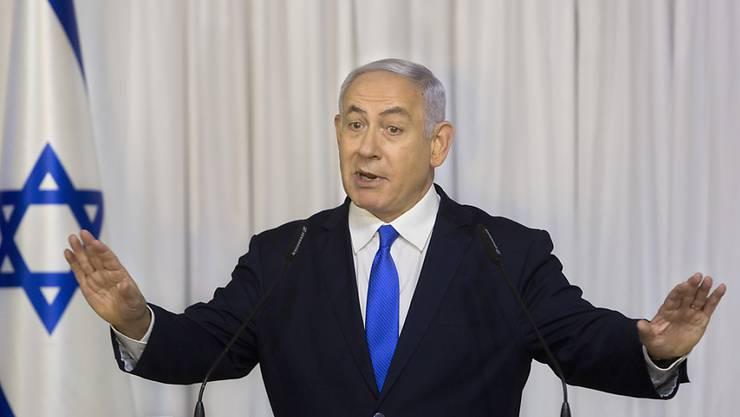 Benjamin Netanyahu wird unter anderem verdächtigt, von befreundeten Milliardären teure Geschenke angenommen zu haben. (Archivbild)