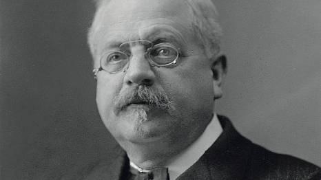 Am 8. Juli 1920 sprach Hans Siegrist (1860-1931) an der Morgenfeier in Brugg. Er war der erste Aargauer Kantonsarzt.