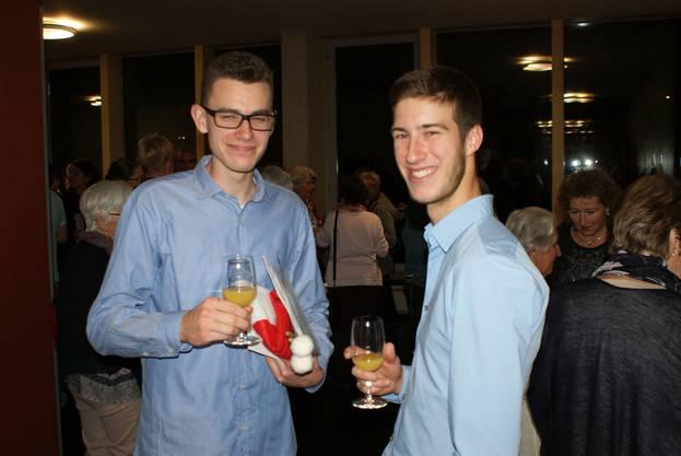 •Die jungen Musiker Sandro Berner (links) und Florian Fretz (rechts).
