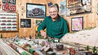 Im Ruhestand kann René Jocham seinem Hobby, dem Modelleisenbahnbau, nun noch mehr Zeit widmen. Bild: Sandra Ardizzone