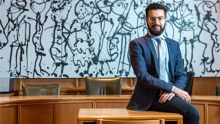 «Wir haben ein menschliches und bürgernahes Justizsystem», findet Luca Cirigliano. Er wurde im Saal de Bezirksgerichts Lenzburg fotografiert.