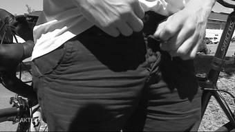 Es ging um einen Vorfall im Juni 2017, als der heute 48-Jährige am Limmatufer in Wettingen in Anwesenheit dreier Mädchen im Alter von sieben bis zehn Jahren seinen Penis entblösst und daran gerieben haben soll. (Symbolbild)