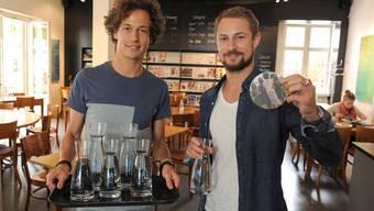 Die beiden ehemaligen Fussballprofis Lior und Morris Etter kamen nach einer Reise in Drittweltländer auf die Idee eines Wasser-Hilfsprojekts.