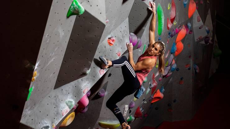 Petra Klingler während des Trainings in der Kletterhalle Gaswerk in Schlieren.