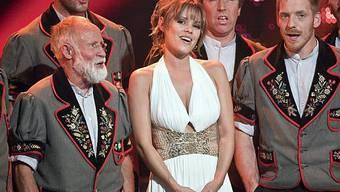 Lancierten den grössten Schweizer Hit 2009: Der Jodlerklub Wiesenberg mit Francine Jordi