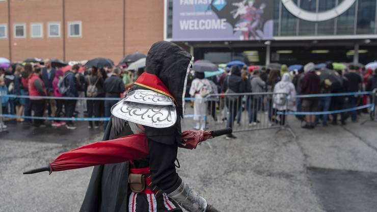 Die Veranstalter erwarten am dreitägigen Festival rund 50'000 meist junge Besucher. Viele von ihnen kommen kostümiert.