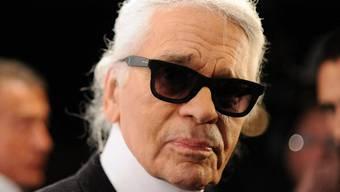 Karl Lagerfeld mag teure Geschenke (Archiv)