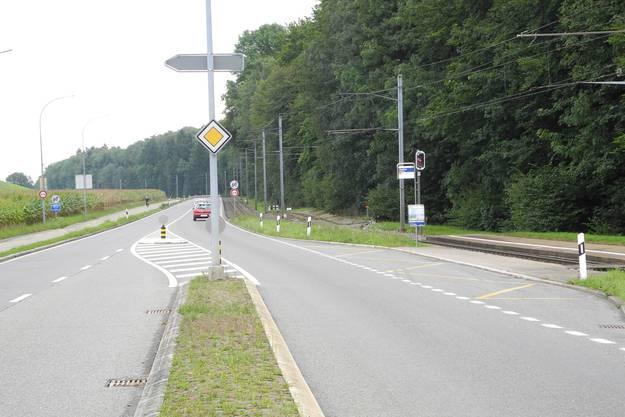 Bei der Baselstrasse werden ab Mitte September provisorische Verkehrsmassnahmen zur Trennung von Strasse und Schiene unternommen.