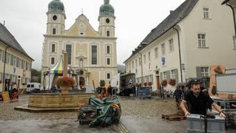 Aufbauarbeiten für den «Donnschtig-Jass» in Arlesheim