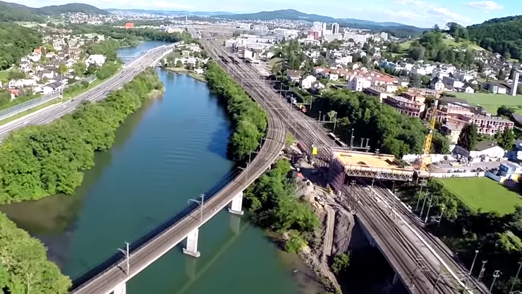 SBB-Baustelle Killwangen-Spreitenbach Lehnenviadukt an der Limmat (rechts im Bild).