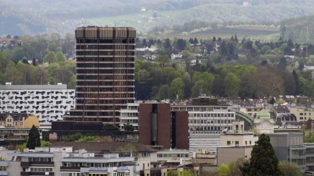 Der BIZ-Turm in Basel, fotografiert von der Roche-Baustelle