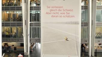 Sie verlässt Basel: Noch bis vor kurzem warb Swiss am Euro-Airport mit einem Grossplakat . Martin Töngi