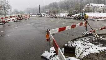 Kreuzung Römerweg/Bürenstrasse: Einige Vorbereitungsarbeiten wurden schon gemacht, aber noch ruht der eigentliche Bau des Radwegs nach Solothurn.