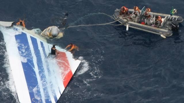 Heckflosse der abgestürzten Air France-Maschine im Atlantik (Archiv)