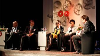 Engagiert diskutiert (v.l.): FDP-Nationalrat Otto Ineichen, Fraisa-Chef Josef Maushart, Moderatorin AnitaPanzer, Regierungsrätin Esther Gassler und Thomas Ryffel, Leiter Schreinerschule Solothurn.