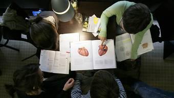 Wer Medizin studieren will, muss seine Eignung auch in Zukunft nicht praktisch unter Beweis stellen. Der Numerus Clausus bleibt ein theoretischer Test. (Symbolbild)