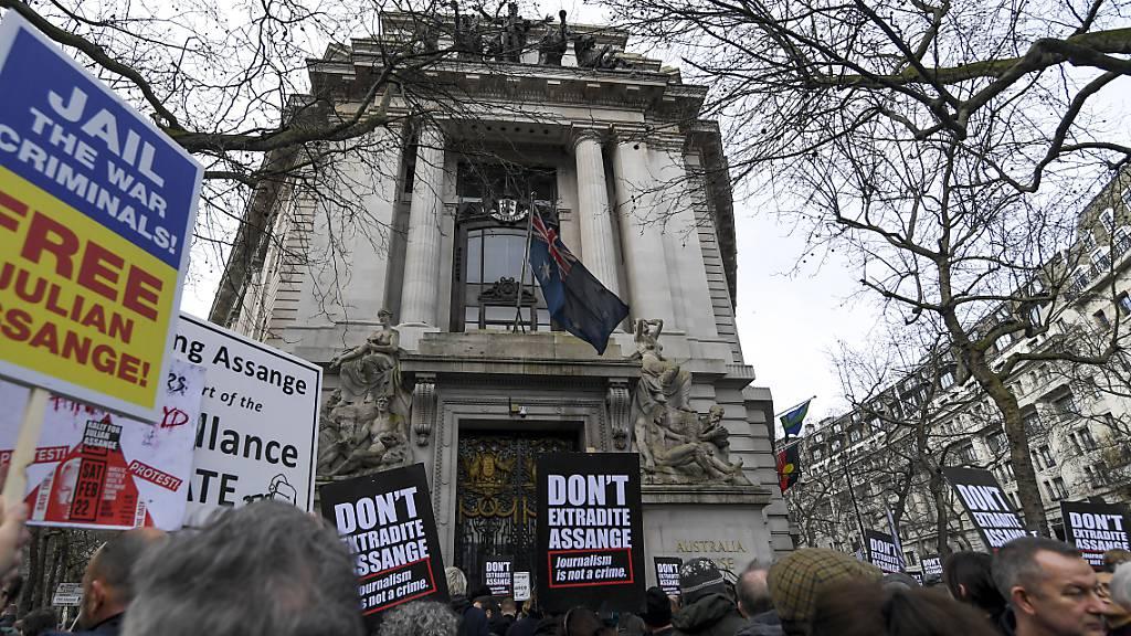Demonstration für Wikileaks-Gründer Assange mit Prominenten