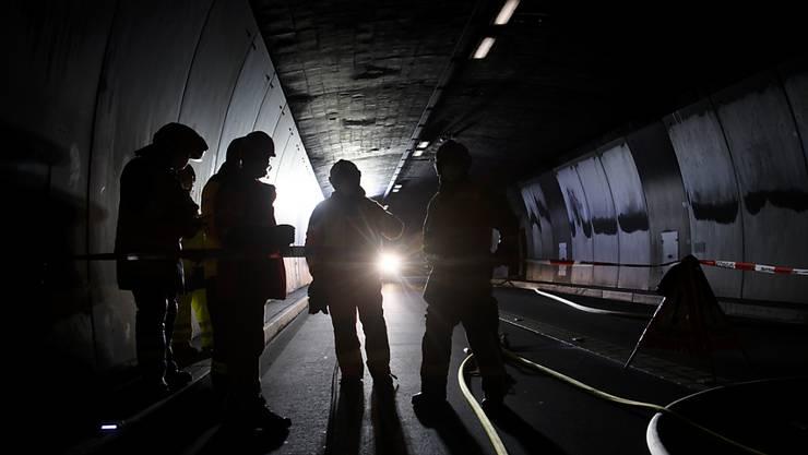 Der 6,6 Kilometer lange San-Bernardino-Tunnel im Kanton Graubünden musste nach dem Brand eines Reisecars während mehrerer Tage repariert werden. (Archivbild)