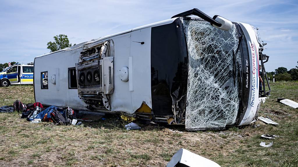 19 Verletzte bei Reisebusunglück in Deutschland