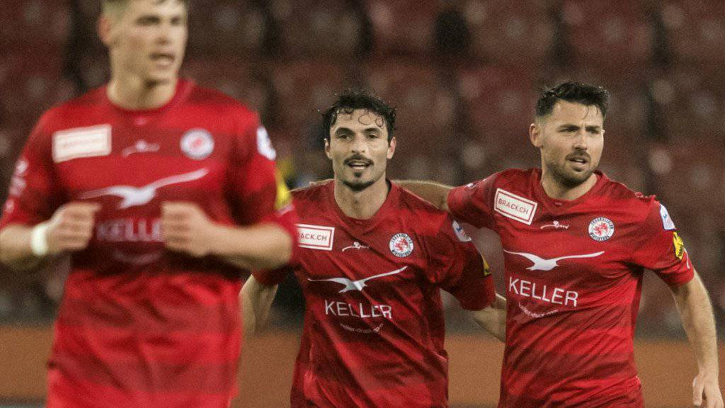 Routinier Luca Radice (Mitte) gelang beim 2:0-Sieg von Winterthur gegen Rapperswil-Jona sein 3. Saisontor