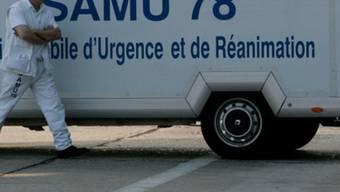 Teil eines französischen Ambulanzwagens: Das Opfer musste ins Spital gebracht werden (Symbolbild)