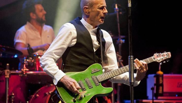 Francis Rossi (vorn) der britischen Rockband Status Quo ärgert sich über Brexit. Selber aber hat er die Abstimmung verpasst (Archiv)