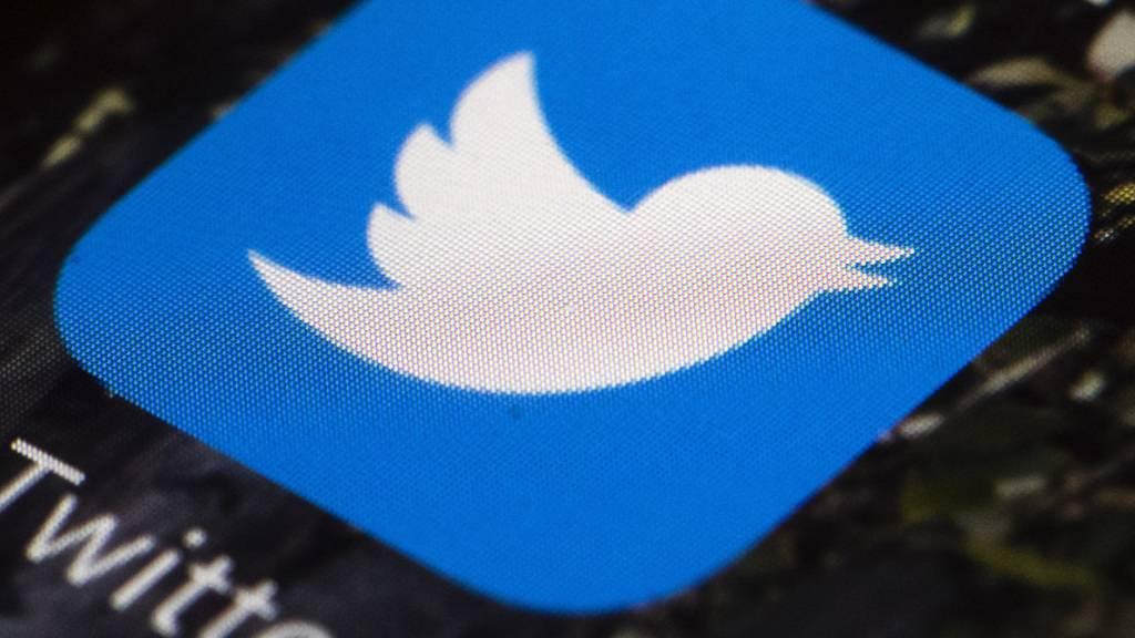 Das Social-Media-Unternehmen Twitter führt Gespräche über eine Fusion mit TikTok. (Archivbild)