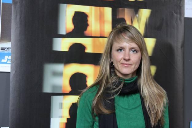 7 Seraina Rohrer vor dem Plakat der Solothurner Filmtage