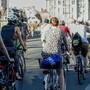Die kritische Masse wird aus Fahrradfahrern gebildet, die gemeinsam eine Velotour durch Basel machen und ein Zeichen für den Radverkehr setzen.