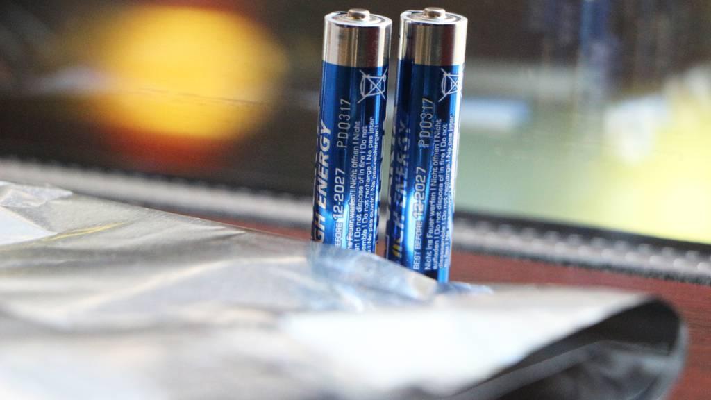 Tester Batterien durch Aluminium ersetzen