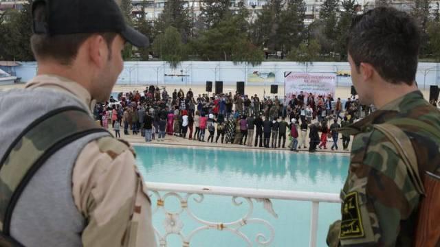 Bewaffnete beobachte die kurdische Neujahrsfeier in Damaskus