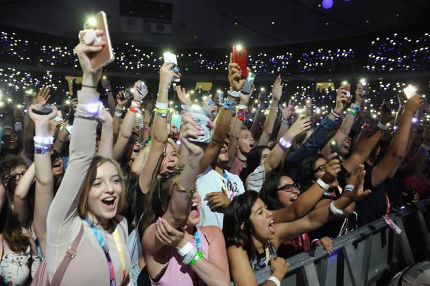 Laut und stürmisch: Die Fans der Influencer und YouTube-Stars eifern an der VidCon ihren Idolen nach.